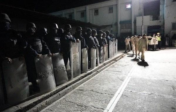 Cierran penal de Ixcotel, Oaxaca. Trasladan a 906 reos #VIDEO