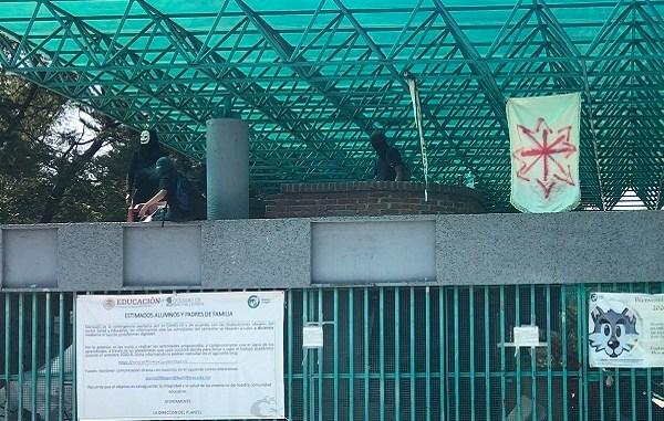Estudiantes toman Bachilleres 9 tras denuncia a profesor #VIDEO