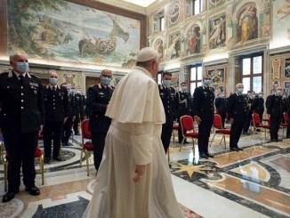 Vaticano confirma caso de Covid-19 en residencia del Papa