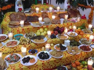 De los tamales al mole: Los ocho platillos más repetidos en los altares