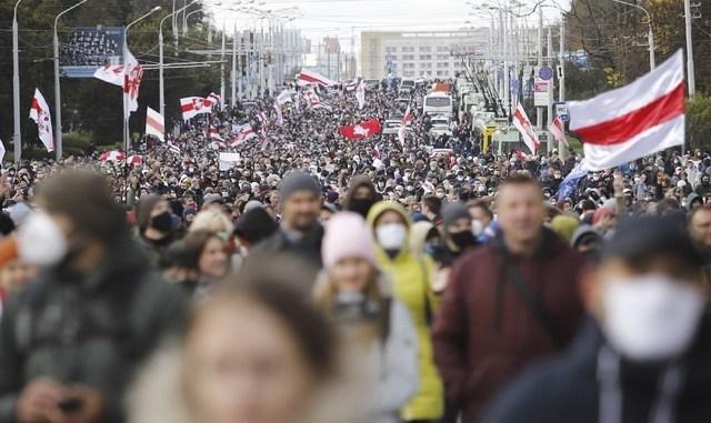 Un centenar de detenidos en nueva manifestación contra el presidente de Bielorrusia