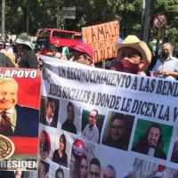 Marchan simpatizantes de AMLO para hacer frente a FRENAAA #VIDEO