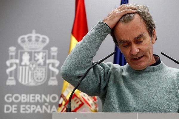 Los médicos piden la destitución de Fernando Simón por incapaz