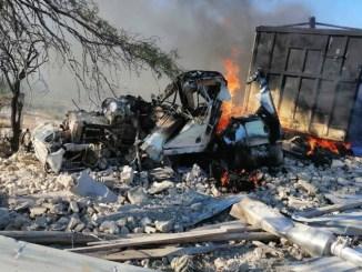 Vuelca tráiler con 40 toneladas de sorgo y se incendia en Tamaulipas