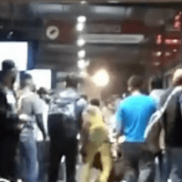 Carteristas terminan desnudos y golpeados por usuarios del Mexibus