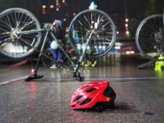 Ciclistas piden justicia para Mario Trejo, el mensajero atropellado que perdió una pierna