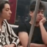 A la fuerza, lo obligan a bajar del metro por no usar cubrebocas #VIDEO