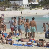 Alertan que vacaciones de Semana Santa podrían causar tercer rebrote de COVID