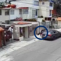 Joven lanza a su novia desde el auto en Naucalpan