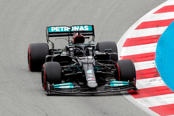 Hamilton gana el Gran Premio de España y 'Checo' Pérez termina quinto