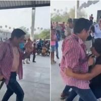 Candidato a gubernatura de SLP hace striptease en un mitin #VIDEO