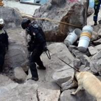 Recuperan los cuerpos de Paola y su hijo Dilan en el Cerro del Chiquihuite