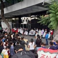 Familiares de los 43 arriban a CDMX en 40 autobuses para protestar en FGR
