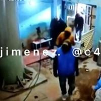 Con mazos y martillos, sujetos intentaron invadir predio en la Benito Juárez #VIDEOS