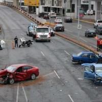 Un muerto y dos lesionados tras aparatoso choque en Monterrey
