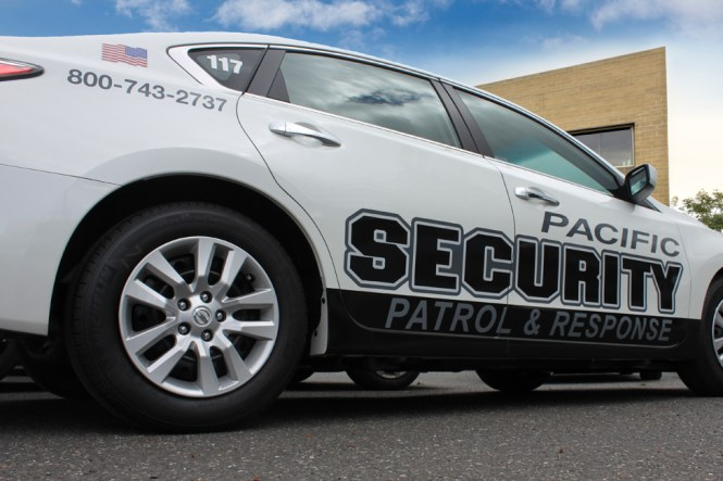 Small Street Legal Electric Security Patrol Vehicles 4 Passengers Four Wheeler