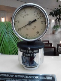 The incorrectly labled pressure gauge