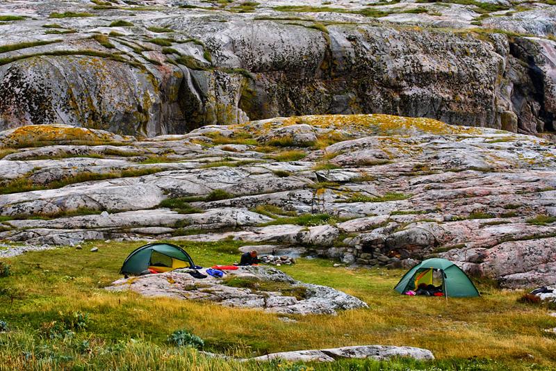 Tältplatsen sedd norrifrån, Ulsholms kalv i bakgrunden