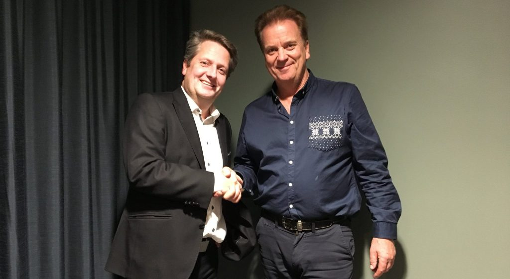 Lars Rønnov, managing director of Norwegian Pilot Services shakes hands with Halvor Vatnar, leader of the Norwegian Pilot Union. Photo Credit: Norwegian