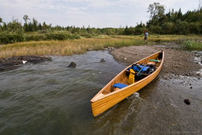 A canoe with a balanced seat position.