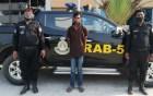 চাঁপাইনবাবগঞ্জে কোটি টাকার হেরোইনসহ যুবক আটক