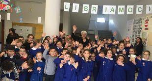 """PIETRAMELARA / RIARDO – Moretta presenta """"Bianca Greta e gli otto nani"""" all'I.C. Falcone – Borsellino"""
