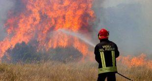 Pontelatone – Deposito rifiuti distrutto dalle fiamme, non si esclude l'ipotesi dolosa