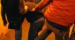 Caserta – Controlli anti Covid, poliziotti offesi e aggrediti: 3 arrestati e 1 denunciato