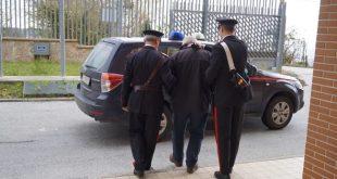 Mondragone – Evade dagli arresti domiciliari, catturato dai carabinieri