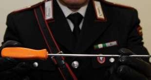 Sessa Aurunca – Scopre i ladri nella casa dell'amico, il vicino interviene ma rischia la vita: indagano i carabinieri