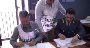 NAPOLI – Fotocopiavano libri universitari, tre negozianti nei guai