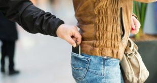 Roccamonfina / Vairano Patenora / Caianello – Sottraggono telefonino ad una 20enne, coppia tradita da un tatuaggio e da Facebook: denunciati