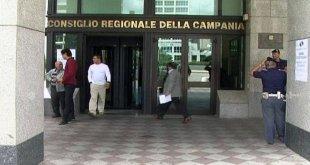 """Napoli – Consiglio e giunta regionale, ecco quanto guadagnano. Ricchi, ricchissimi e """"ritardatari"""""""