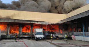 SAN MARCO EVANGELISTA – Fabbrica di caffè distrutta, nube di fumo copre la zona