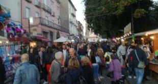 ROCCAMONFINA – Sagra castagna e fungo porcino, migliaia di visitatori: città bloccata (il video con le interviste)