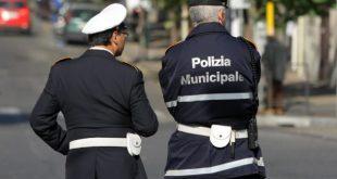 Sparanise – Auto di un dirigente comunale sequestrata dai vigili urbani