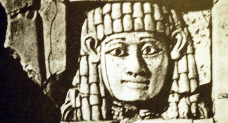 Iερές πόρνες φορούσαν τελετουργικά μαντήλια στο κεφάλι τους και ήταν υποχρεωμένες να κάνουν σεξ με όποιον άντρα τους έδινε χρήματα. Φωτο: Andrea Watson