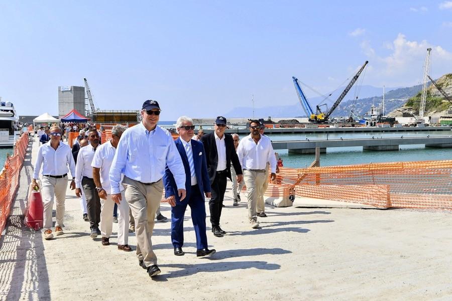 S.A.S. le Prince Souverain sur le chantier du port de Vintimille