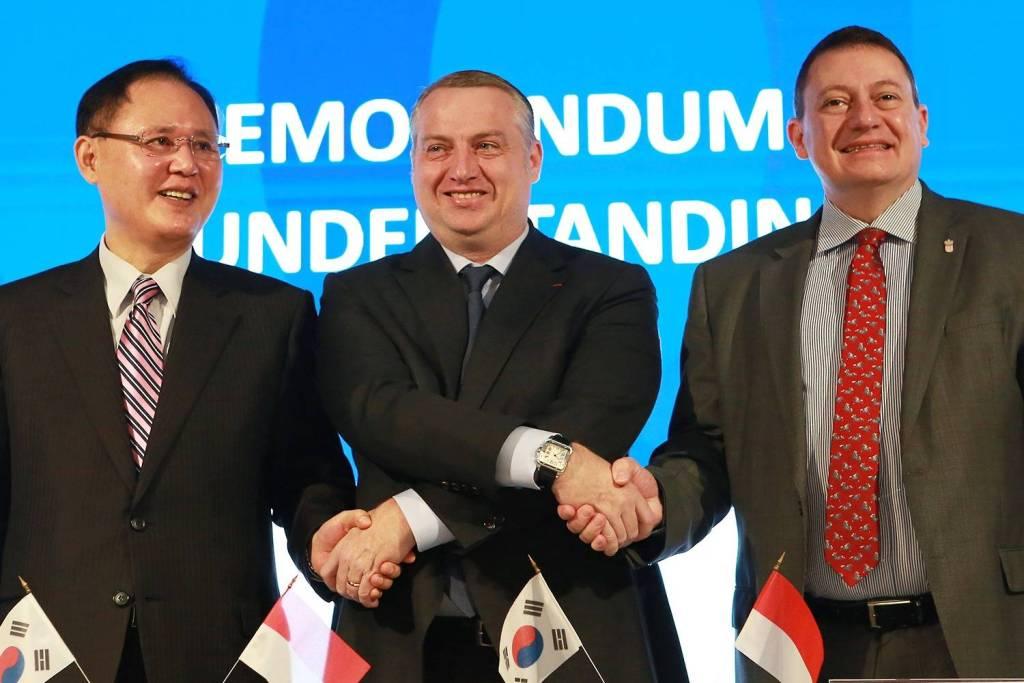 Signature d'un accord de coopération économique tripartite avec la France et la Corée