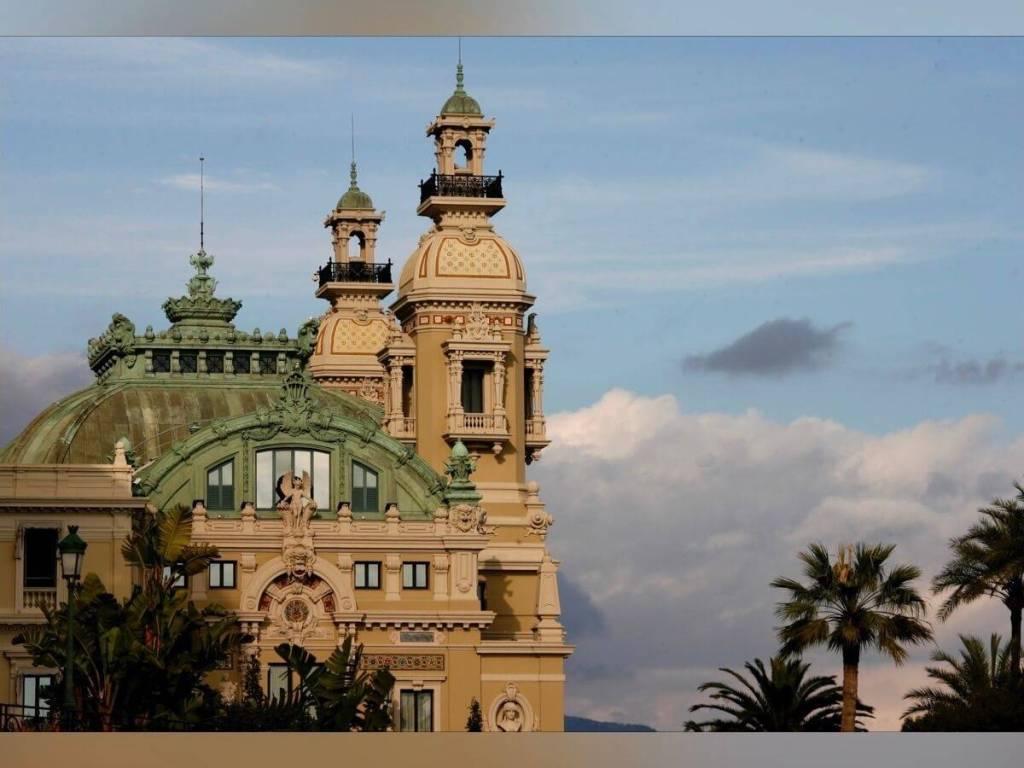 Un ciel rempli d'étoiles à l'Opéra de Monte-Carlo