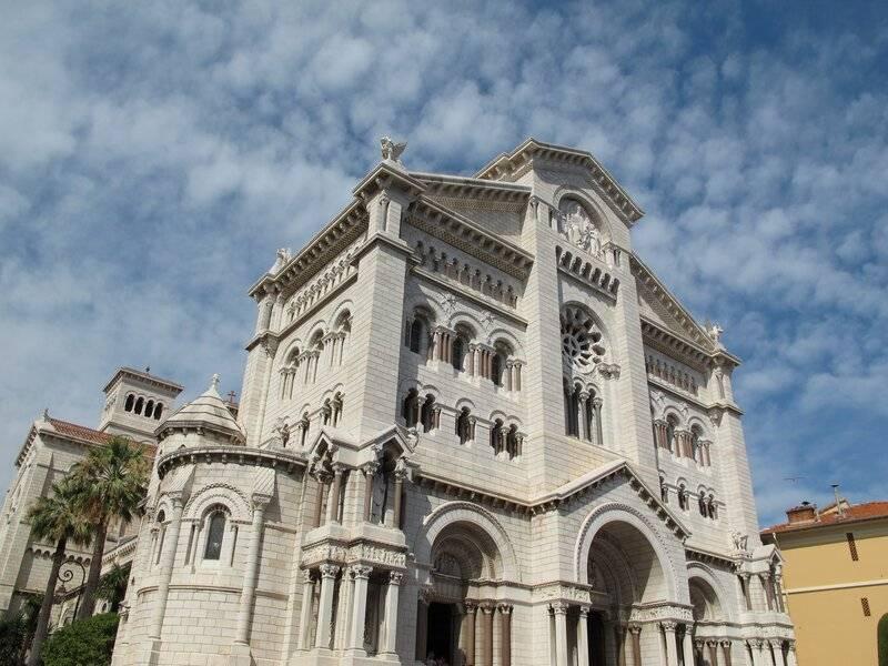 L'Archevêque de Monaco solidaire de Nice