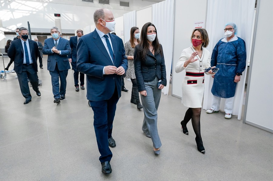 Le Prince Albert II inaugure le centre de vaccination du Grimaldi Forum