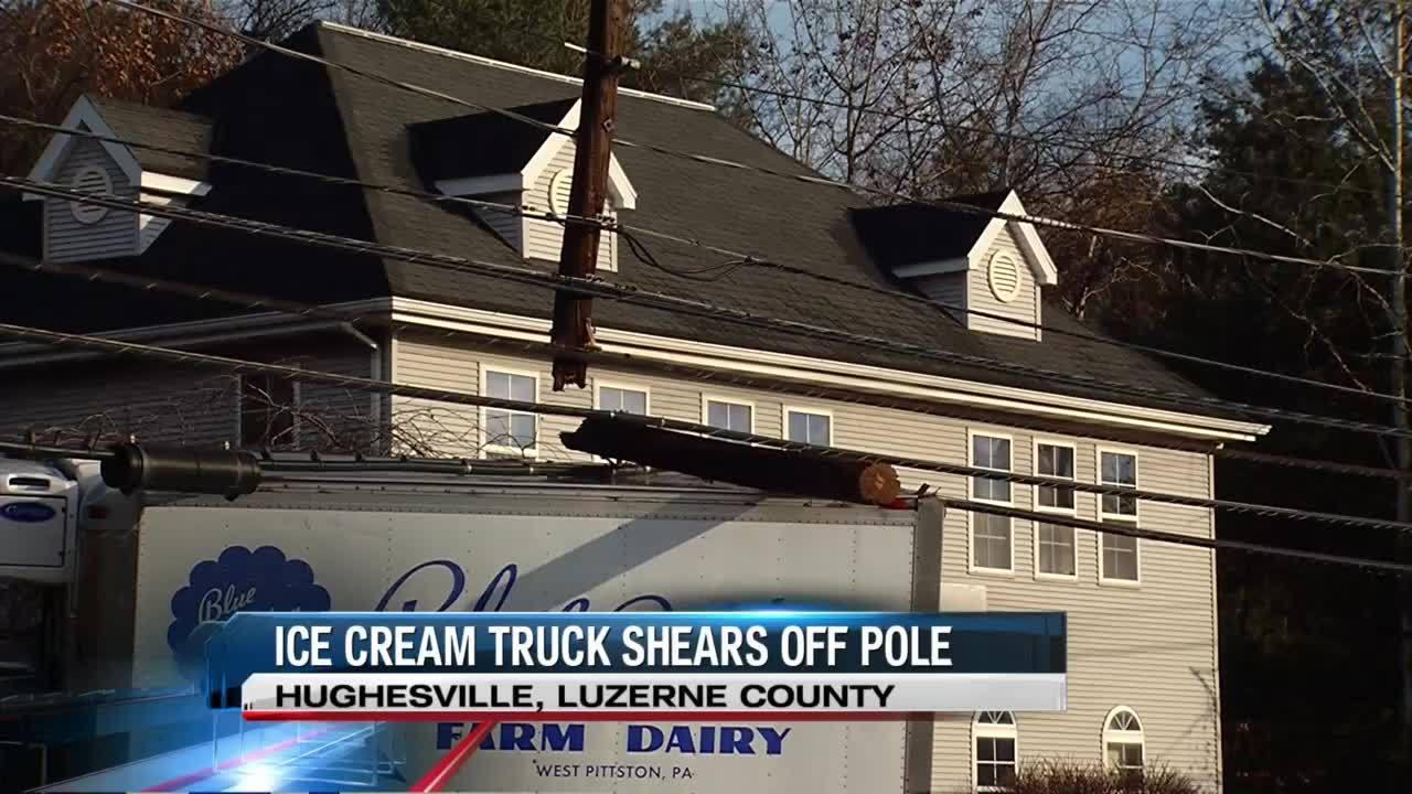 Ice_cream_truck_hits_utility_pole_in_Luz_6_20181217165149