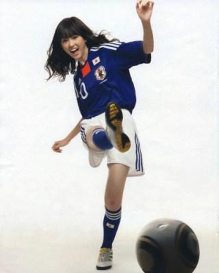 桐谷美玲パンチラ胸チラ放送事故エロお宝画像10