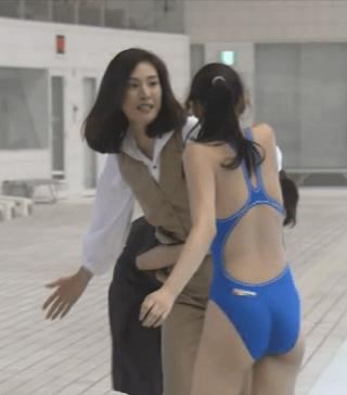 武井咲競泳水着がロリエロemi12