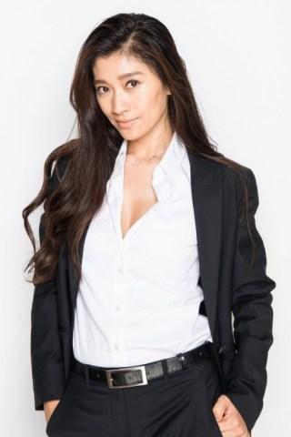 篠原涼子巨乳おっぱいの谷間胸チラリエロお宝画像