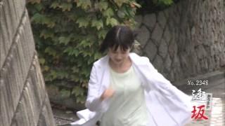 弘中綾香アナおっぱいの谷間胸チラリエロお宝画像