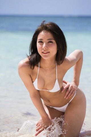 石川恋画像ビキニ水着22