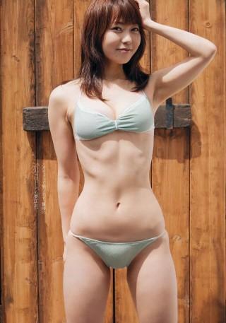 長崎真友子アナウンサーの水着画像