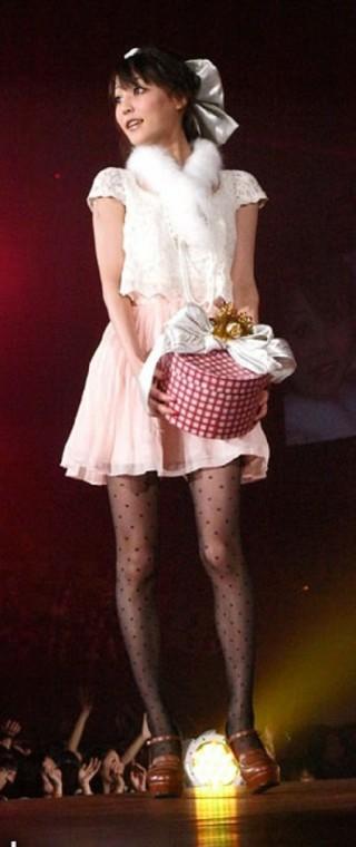 榊原美紅太ももチラリエロセクシーお宝画像